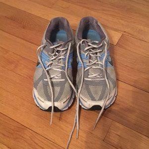 Nike Pegasus 27 size 8.5 blue gray and white